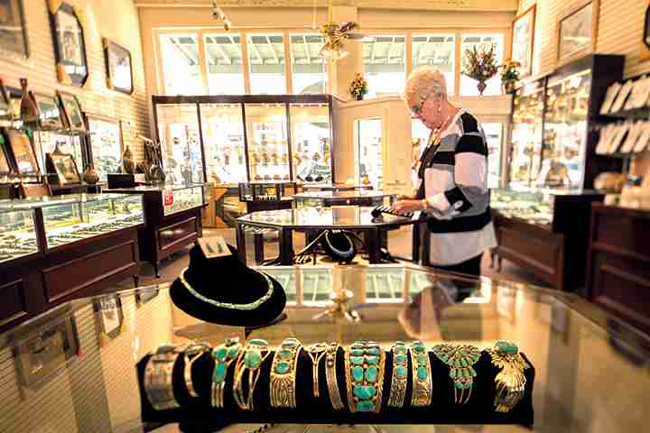 shopping-jewelry-store-lr